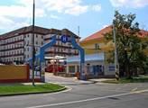 Krajská zdravotní otevřela revitalizované prostranství před poliklinikou v Teplicích