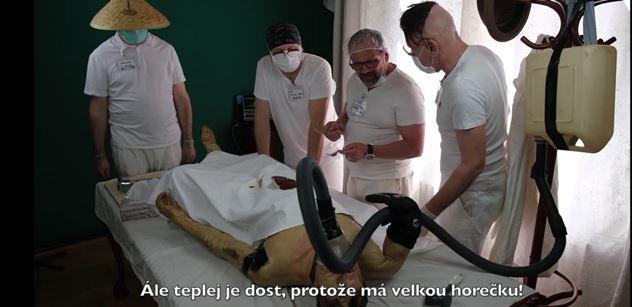 """Michal Gulyáš v krátkém filmu """"Likvidace koronaviru chirurgickou cestou"""""""