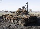 Zničený tank u silnice z Luhanska do Krasnodonu