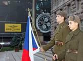 Z výstavy před kyjevskou radnicí, kterou Zeman otv...