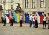 Rychlý protest proti Miloši Zemanovi na Pražském h...