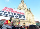 Oslavy čtvrtých narozenin hnutí PEGIDA v Drážďanec...