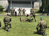 Loučení s vojáky mířícími na misi do Pobaltí a uká...
