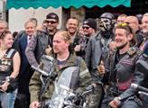 Motorkáři Noční vlci dorazili do Děčína. Nechyběl ...