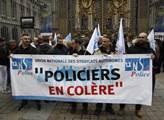 Demonstrace policistů před Justičním palácem v Pař...