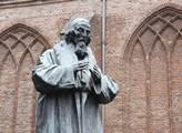Socha Jana Amose Komenského u hlavní katedrály v N...
