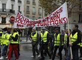 V Paříži se konaly protesty proti vládě Emmanuela ...