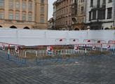 Stavba Mariánského sloupu na Staroměstském náměstí...