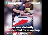 Muž v Severní Karolíně nakupoval bez roušky. Reakce ochranky trvala 75 vteřin. Jenže to byl černoch. A video zákroku už zaplavuje sítě