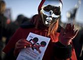 Stovky lidí protestovaly v centru Prahy proti doho...