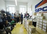 První dáma Ivana Zemanová představila 59263 podpis...