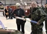 Ministryně obrany Karla Šlechtová navštívila letec...