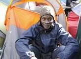 Mohamed ze Súdánu se sem z Calais prý dostal vlake...