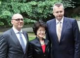 Na čínském velvyslanectví se konala oslava. Velvys...