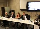 Ve Federálním shromáždění v Praze se konala debata...