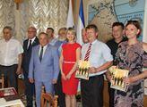 Hromadné foto s náměstkem předsedy krymského parla...
