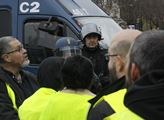 Demonstranti byli ve žlutých reflexních vestách