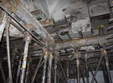 V roce 2009 koupil dům U Drahomířina sloupu na pra...