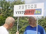 Stánek pro podepsání petice za vystoupení z Evrops...