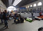 Imigranti ve stanici Keléti