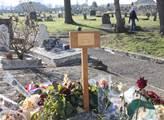 V Bobigny je pochován policista Ahmed Merabet, mus...