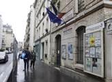 Zde, v sedmém obvodu Paříže u stanice metra Duroc