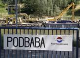 Lodě na úpravu Vltavy v Podbabě