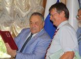 Komunistický europoslanec Jaromír Kohlíček s Jefim...