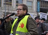 Komunista Milan Krajča si neodpustil srp a kladivo...