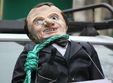 Na mušce byl prezident Emmanuel Macron