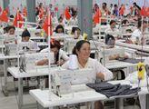 V textilní továrně v jedné z vesnic u Kašgaru