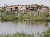 Jedna z ještě neopravených částí starého Kašgaru, ...