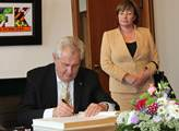 Prezident se v Berlíně podepisuje do Zlaté knihy m...