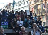 Zapálení demonstranti využili kvůli výhledu co se ...