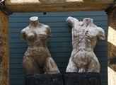 Skulptury v muzeu koní