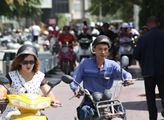 Číňané i Ujguři vyměnili kola za motorky