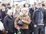 Ve tvářích Pařížanů se zračí smutek a jakési nervo...