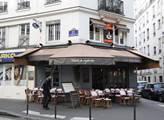 Kolem italské restaurace La Casa Nostra. Před ročn...