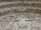 Ježíš nad vchodem do významné katedrály v Saint-De...
