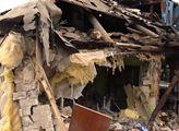 Její rozbombardovaný dům