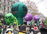 V Paříži se v rámci generální stávky proti důchodo...