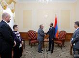 Arménský premiér se setkal s českým velvyslancem. Na tomto se dohodli