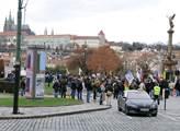 Demonstrace 17. listopadu na náměstí Jana Palacha ...