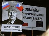 "Transparenty na akci z ""podhradí"" na oslavu 98. vý..."