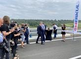 Premiér Andrej Babiš otevřel obchvat Roudnice nad ...