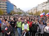 Shromáždění na Václavském náměstí 28. října. Pořád...