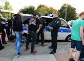Německá policie kontroluje přicházející demonstran...