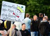 Lidová tvořivost na demonstraci v Chemnitz: Radši ...