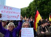 Heslo na demonstrací v Chemnitzu: Dneska nože, zít...