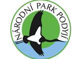 NP Podyjí mění po 30 letech logo, čáp nad řekou v něm zůstává